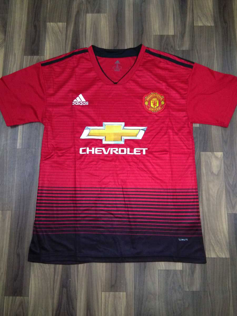 8f583b6907f Manchester United Football Jersey And Shorts Home 18 19 Season ...